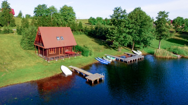 Domek nr 3 - 9 os., tuż nad jeziorem, piętrowy, komfortowy